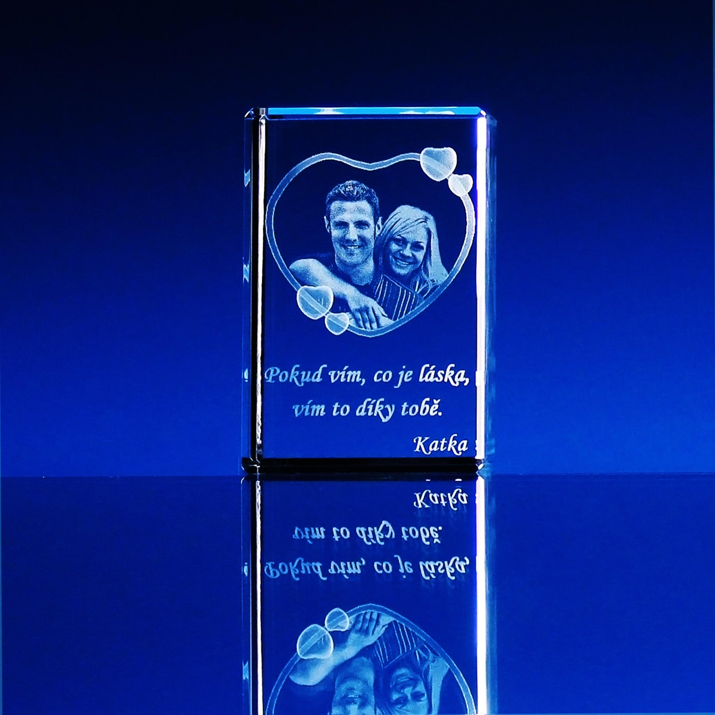 6dffc0ac7 3D Laserovaná fotografie do skla - Portrét v kvádru 100x60x60 mm (P302c)