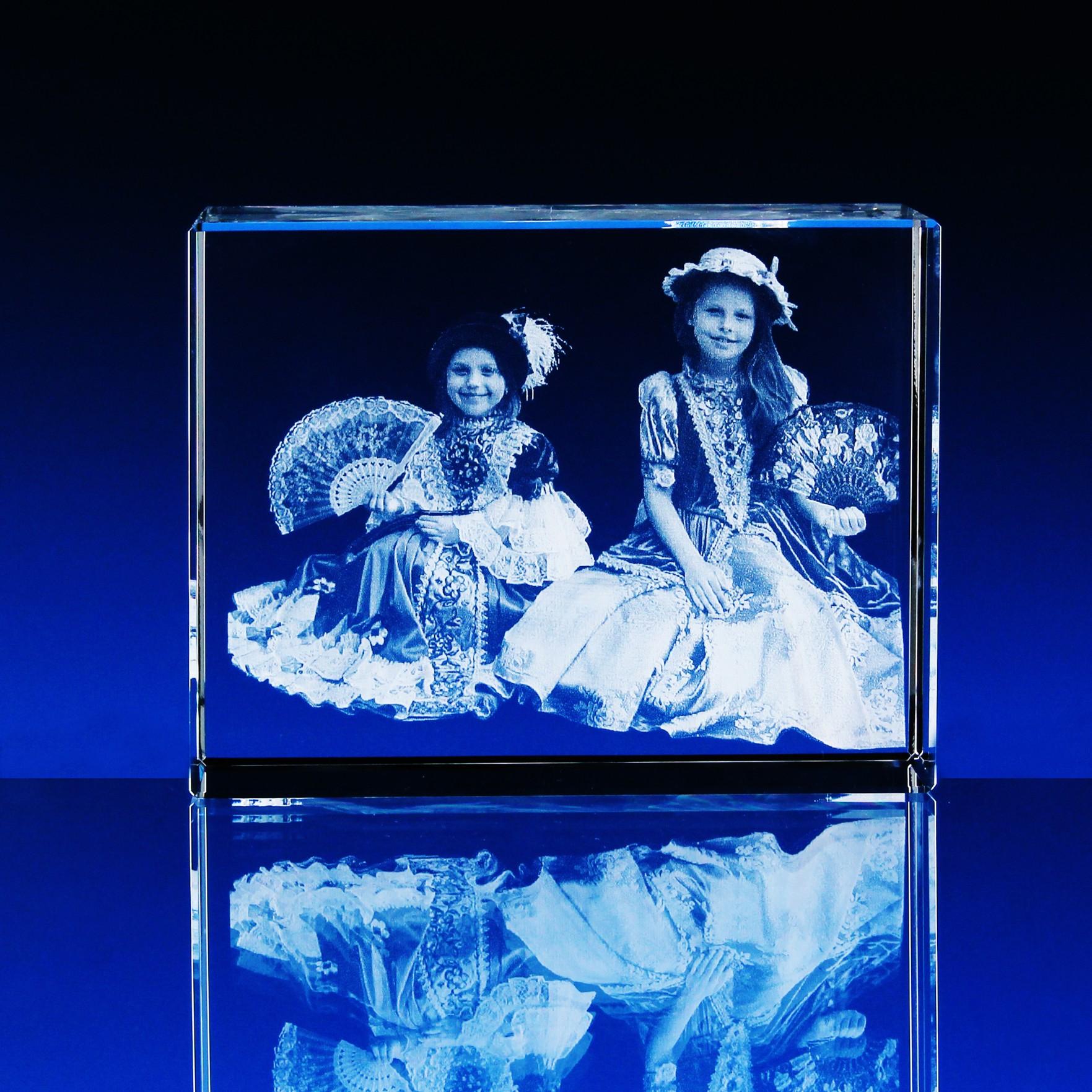 ed6a40776 3D Laserovaná fotografie do skla - Portrét v kvádru 180x120x80 mm (P309c)