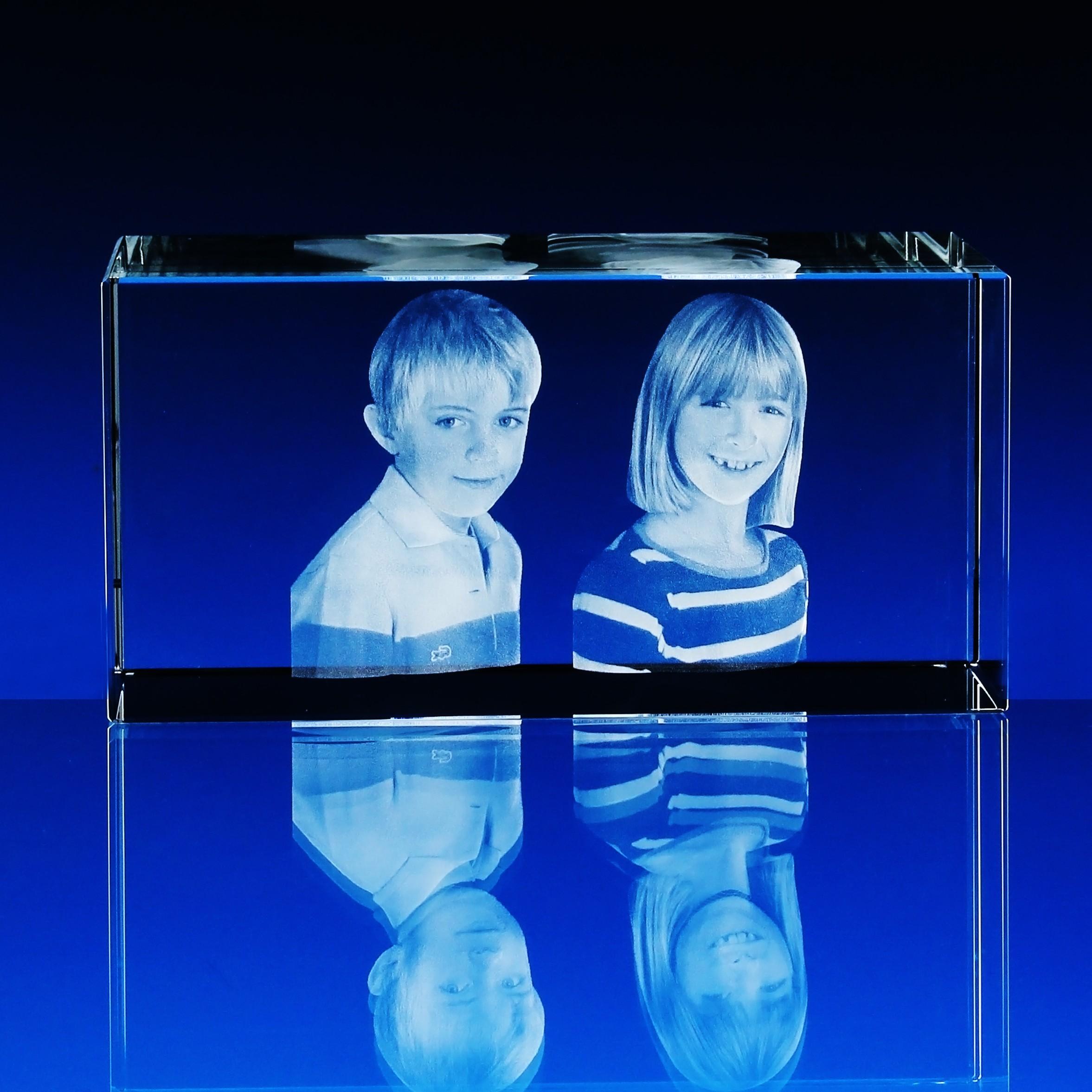 b69fd0349 3D Laserovaná fotografie do skla - Portrét v kvádru 160x60x60 mm (P302d)